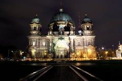 Dom del berlinés por noche Fotografía de archivo libre de regalías