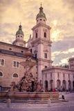 DOM della cattedrale di Salisburgo e Residenzplatz, Austria fotografia stock