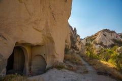 Dom i kościół w skale Wejście od starego mieszkania Goreme, Cappadocia, Turcja obraz royalty free