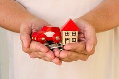 Dom i samochód w rękach fotografia royalty free