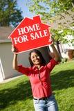 Dom: Kobieta Chce Sprzedawać dom Zdjęcia Royalty Free