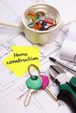 Dom koloru żółtego papier, klucze, elektryczny pudełko i budowa rysunek, Obraz Royalty Free