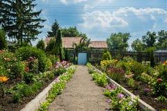 Dom kwiatu ogród zdjęcie royalty free