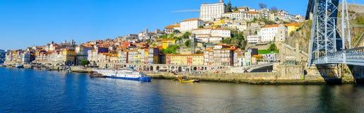 Dom Luis i Ribeira brzeg rzeki w Porto, Przerzucam most Zdjęcie Stock