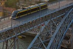 Dom Luis Portugalia, przerzucam most przez Douro rzekę w Porto Podróż Zdjęcie Stock