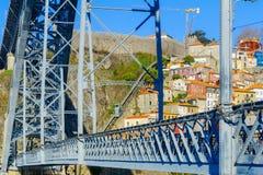 Dom Luis que eu construo uma ponte sobre, e o dos Guindais do teleférico, Porto Imagens de Stock Royalty Free