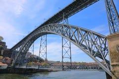 Dom Luis que eu construo uma ponte sobre na cidade de Porto, Portugal Imagens de Stock