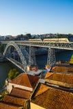 Dom Luiz I brug over Douro-rivier in Porto portugal Stock Foto's