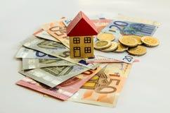 Dom, monety i banknoty, zdjęcia royalty free