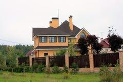 Dom na wsi w chałupie Obrazy Stock