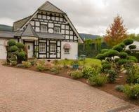 Dom na wsi w starym stylu Zdjęcia Royalty Free
