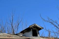Dom na wsi z patiem fotografia stock