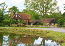 Dom na wsi z stawem Obrazy Stock