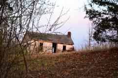 Dom na wzgórzu w drewnach 01 Obraz Royalty Free