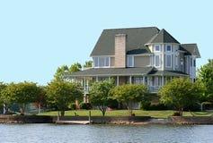 dom nad jeziorem wiktoriańskie zdjęcie stock