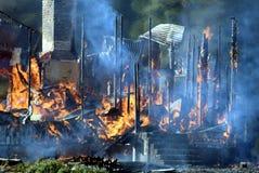 Dom niszczący ogieniem obraz royalty free