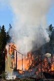 Dom niszczący ogieniem zdjęcie royalty free
