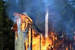 Dom niszczący ogieniem zdjęcia stock