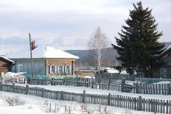Dom obok świerczyny Fotografia Stock