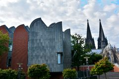 Dom och Ludwig Museum i Cologne arkivfoton
