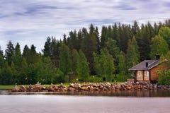 Dom od jeziora Zdjęcia Royalty Free