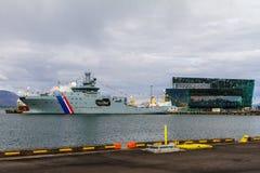 Dom opera molo i duża łódź, reykjavik obrazy stock