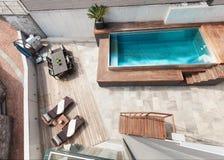 Dom, pływackiego basenu widok obraz stock