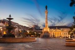 Dom Pedro droppfyrkant i Lissabon på skymning Royaltyfri Bild