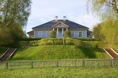 Dom poeta A S Pushkin w rezydenci ziemskiej Mikhaylovskoe w może ranek Rosja Zdjęcia Royalty Free