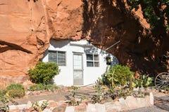 Dom przy dziurą w skale Zdjęcie Stock