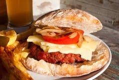 Dom robić barbecued wołowina hamburger obrazy stock