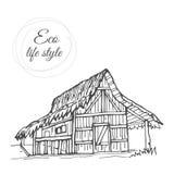 Dom wśród natury z pokrywającym strzechą dachem w stylu nakreślenia Zdjęcia Royalty Free