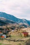 Dom w górach blisko poly Cetinje, Montenegro, aga Zdjęcie Stock