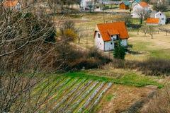 Dom w górach blisko poly Cetinje, Montenegro, aga Obrazy Stock