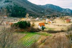 Dom w górach blisko poly Cetinje, Montenegro, aga Fotografia Stock