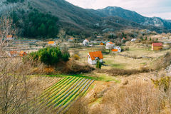 Dom w górach blisko poly Cetinje, Montenegro, aga Obrazy Royalty Free