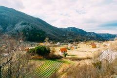 Dom w górach blisko poly Cetinje, Montenegro, aga Zdjęcie Royalty Free