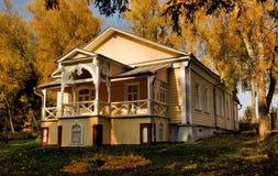 Dom w jesień lesie Zdjęcie Royalty Free