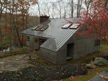 Dom w lesie obrazy stock