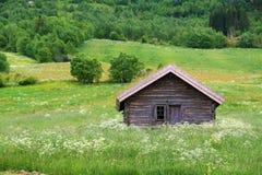 Dom w polu. Zdjęcia Stock