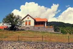 Dom w zboczu góry Fotografia Stock