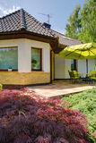 Dom widzieć od ogródu fotografia royalty free