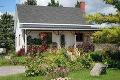 dom wiejski kwitnie starego Zdjęcia Stock