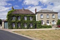 Dom z bluszczem. Obrazy Royalty Free