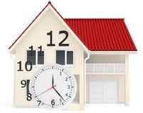 Dom z czerwieni dachowych i zegarowych liczb latać Zdjęcia Royalty Free