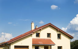 Dom z dachem Dachowa płytka Obraz Royalty Free