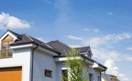 Dom z dachem Dachowa płytka Obraz Stock
