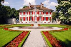 Dom z fontannami i ogródami. Obraz Stock