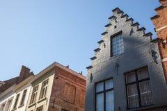Dom z odmierzonym dwuokapowym dachem w Bruges Zdjęcie Stock