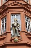 Dom z Romańską cesarz rzeźbą Zdjęcie Royalty Free